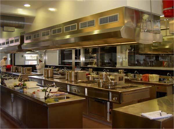 INS Escola Hoteleria i Turisme располагает современным профессиональным оборудованием